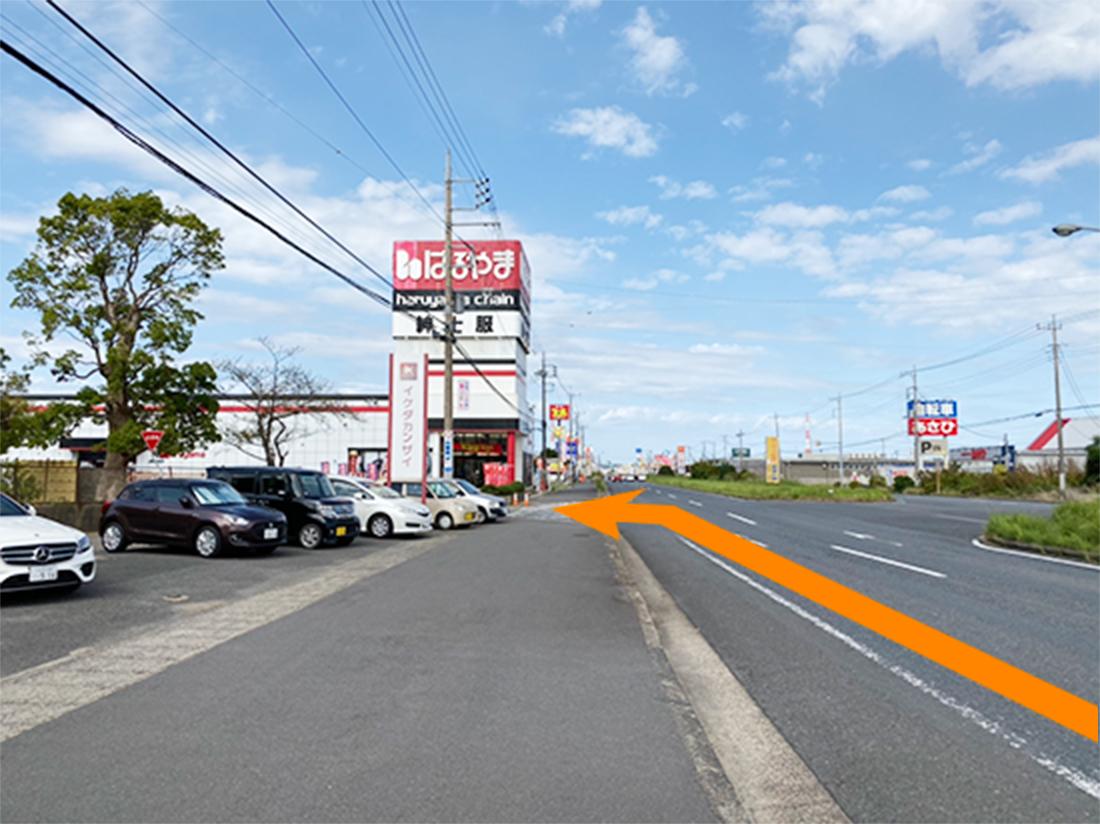国道124号線沿い、はるやま神栖店様の手前の道を左折